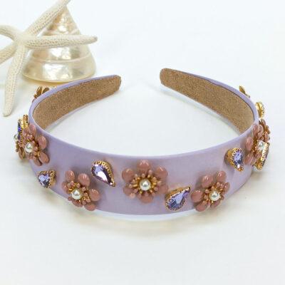 Λιλά - μοβ σατινέ στέκα στολισμένη με μοτίφ λουλουδιών από κρυστάλλινες πέτρες